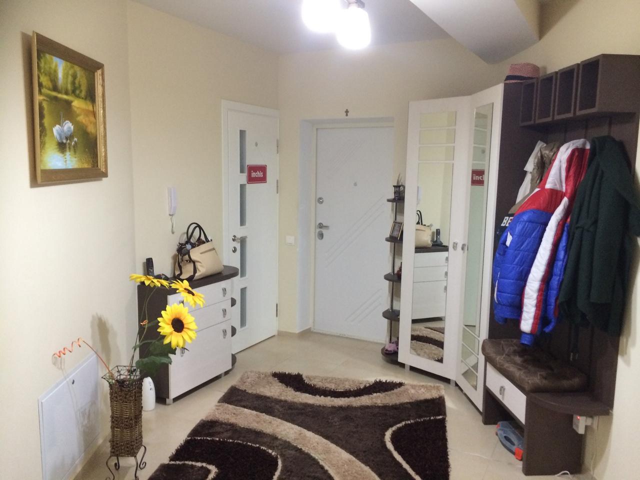 Vind apartament mobilat la Buiucani
