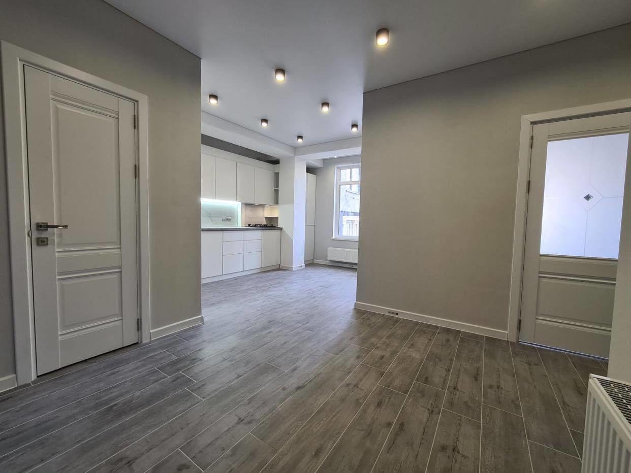 Apartament cu 2 odăi și living .Centru